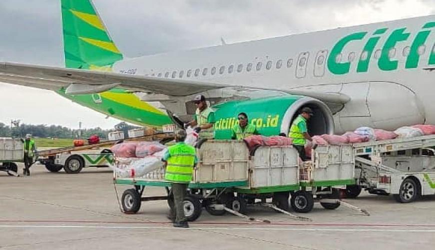 Proses Unloading 39 Ton Cargo Oleh Team Asta Gapura Banjarmasin